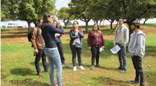 Estudiantes universitarios visitan Muñovela